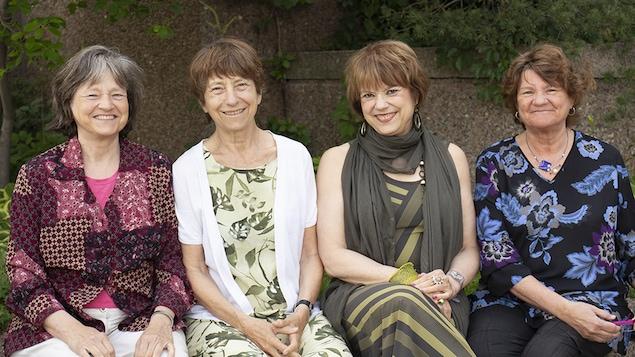 Anne-Marie, Françoise, Hélène et Thérèse David avant l'enregistrement de leur entrevue à l'émission <em>Tricottées serrées</em>, en juin 2018.