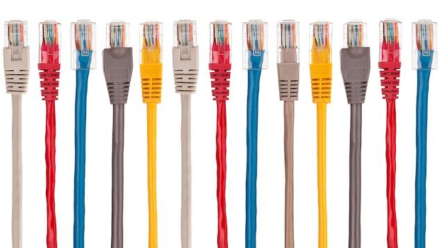 Des câbles d'accès à Internet