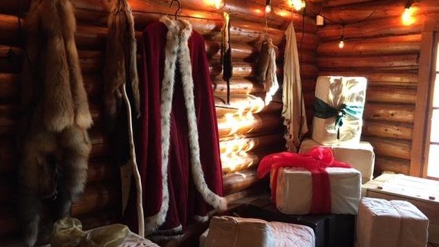 Intérieur du Vieux Poste de Sept-Iles, décoré pour Noël