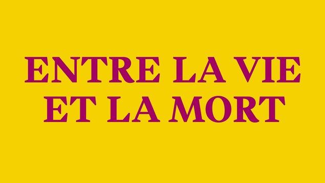 Entre la vie et la mort, inscription fuchsia sur fond jaune