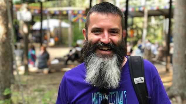 Portrait de Danny Rousseau, tout sourire.