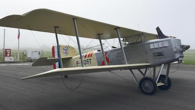 La réplique d'un avion qu'a piloté Antoine de Saint-Exupéry.