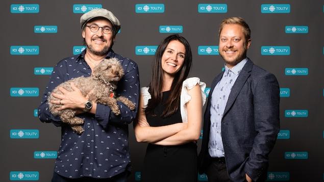 Guy A. Lepage et son chien Attaque avec les comédiens Mélissa Désormeaux-Poulin et Guillaume Lambert.