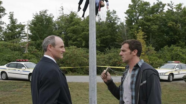 Les deux policiers face-à-face