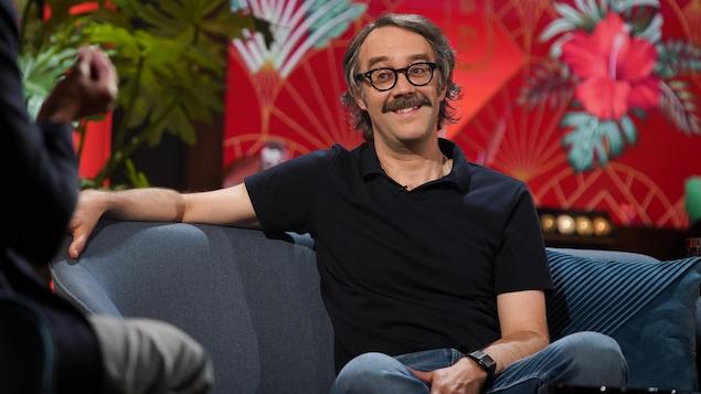 François Létourneau est en entrevue dans le studio de Bonsoir bonsoir.