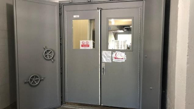Une porte du bunker de la base militaire de Valcartier.