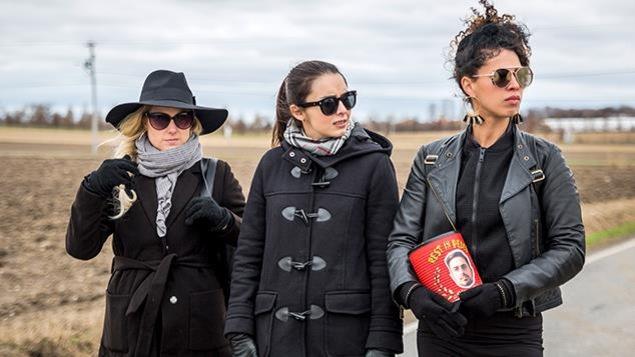 Marie-Soleil Dion interprète le personnage de Constance, Alexandra Cyr interprète Ariane et Nadia Essadiqi interprète Bam