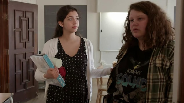 Deux jeunes filles enceintes.