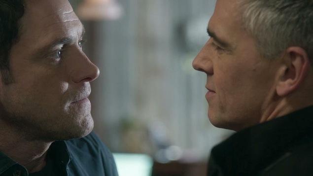 Yanick Dubeau et Laurent Cloutier qui se parlent à deux pouces du visage.