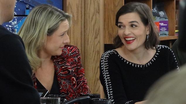 Les deux femmes sur le plateau de l'émission.