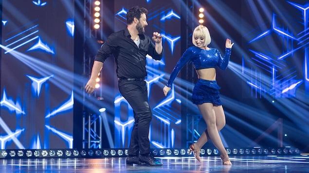 Jeff Boudreault et Jessie Mineau dansent un cha-cha-cha.