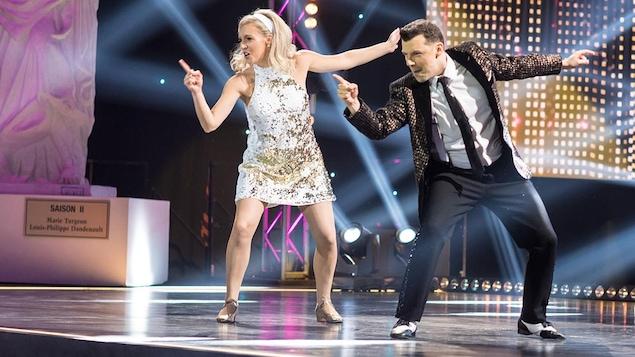 Noémie Yelle et Simon Boulerice qui dansent un broadway.