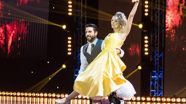 Rosalie Vaillancourt et Yannick De Martino dansent fox-trot.