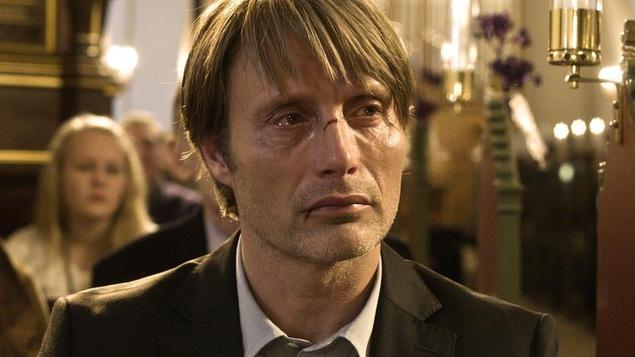 Mads Mikkelsen dans le rôle d'un homme accusé à tort