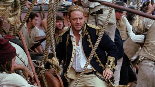 Le capitaine Jack Aubrey et l'équipage sur le bateau.