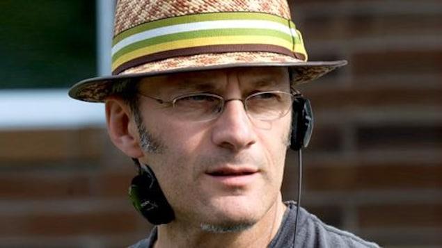 Claude Desrosiers sur un plateau de tournage.