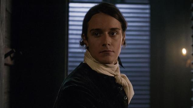 César Domboy dans le rôle de Fergus.