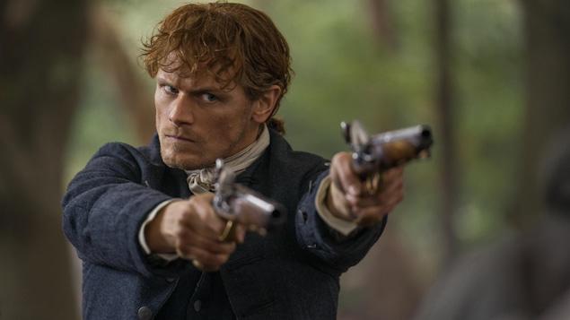 Jamie qui braque son fusil.