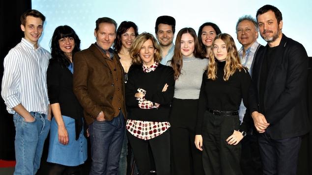 La distribution de la deuxième saison de <i>Plan b</i> et ses deux auteurs.