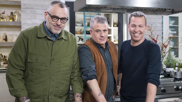 . Ils cuisinent ensemble deux recettes tirées de leur dernier livre intitulé Joe Beef : Survivre à l'apocalypse. Ils débutent par un potage télépathique et poursuivent avec une omelette soufflée au kirsch, compotte de cerises griottes « parc Vinet ».