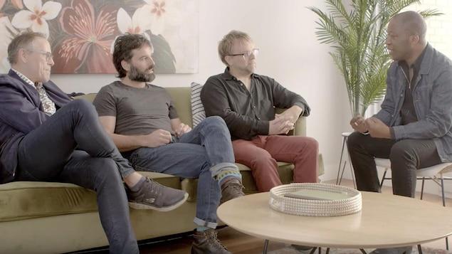 Stéphane Demers, Éric Robidoux, Stéphane Lapointe et Herby Moreau discutent.