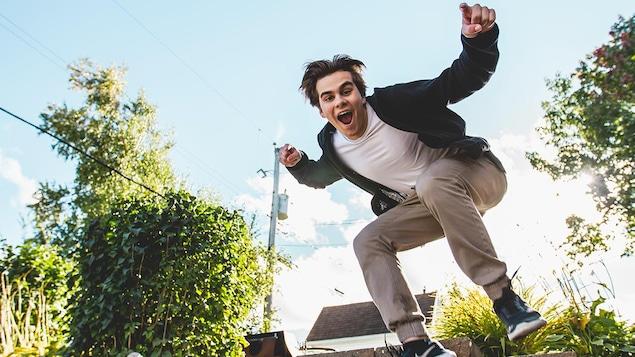 Thomas Dufour qui saute dans les airs.