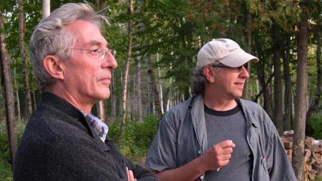 Les réalisateurs Richard Desjardins et Robert Monderie.