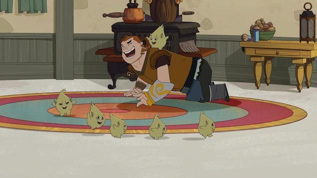 Il est à quatre pattes sur un tapis et rigole avec des petites créatures.