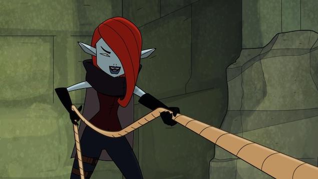 Elle tire une corde.