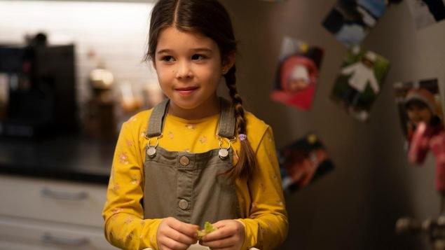 Victoria jouera son premier rôle dans une émission de télévision sur le plateau de Défense d'entrer! En plus d'être passionnée par le jeu, elle aime faire la gymnastique et jouer de la batterie.