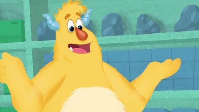 Le gentil monstre jaune sourit en levant les bras