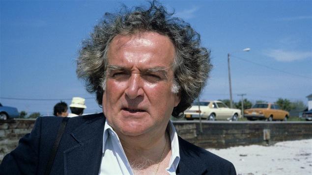 Marcel Dubé sur le plateau de « La vie promise » en 1982.