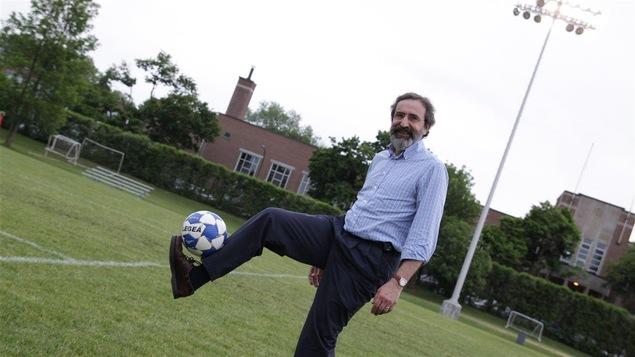 Dr Fernando Alvarez, ex-joueur professionnel de soccer