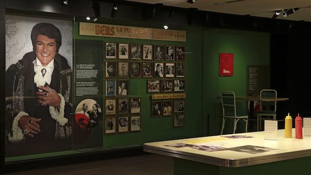 Exposition consacrée au restaurant Bens, au Musée McCord, été 2014