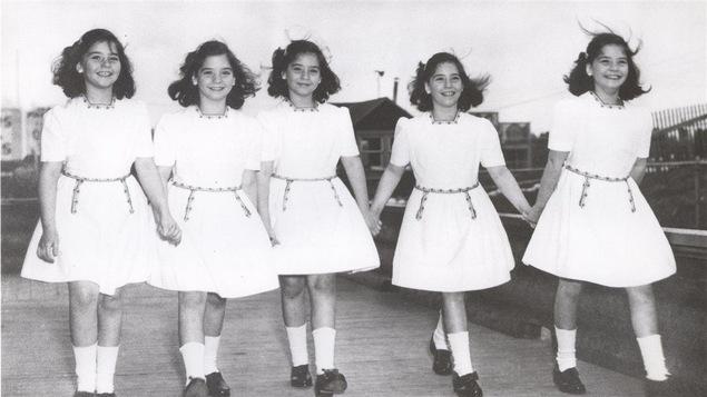 Les soeurs Dionne à 12 ans