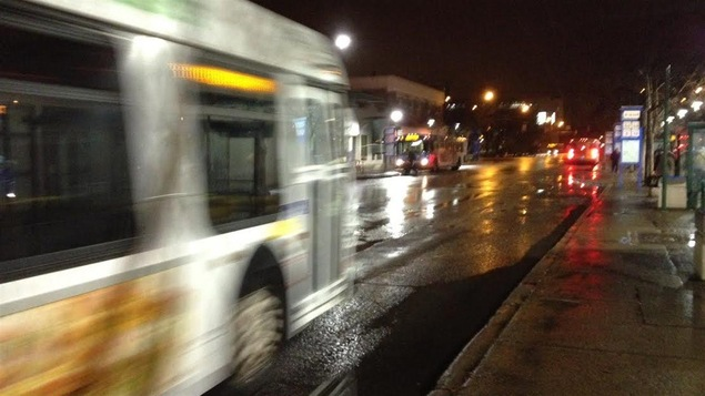 Un autobus la nuit