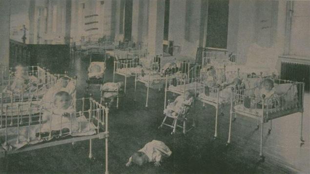 La crèche de la Miséricorde, à Montréal, en 1907
