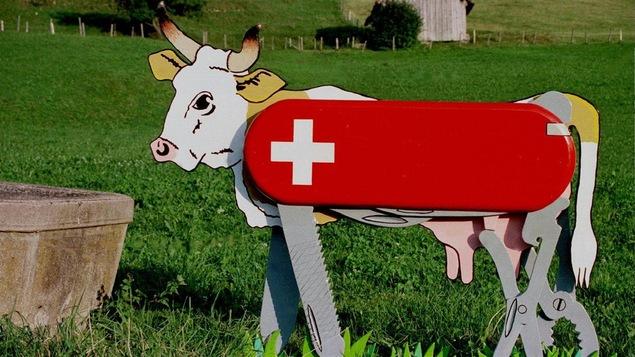 La vache et le couteau-suisse, symboles helvétiques par excellence