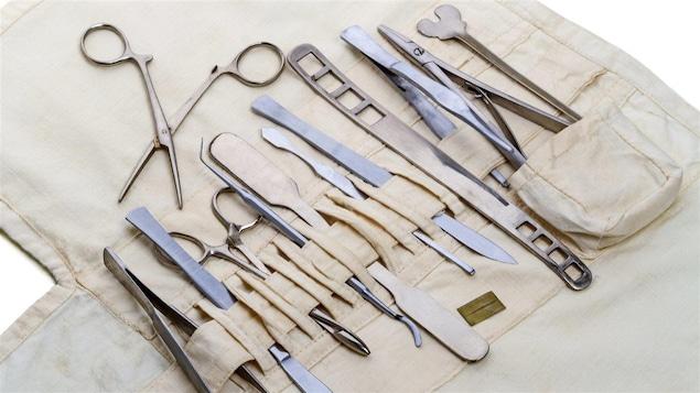Un vieil ensemble d'outils pour médecin