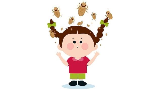 Des poux sautent sur la tête d'une petite fille.