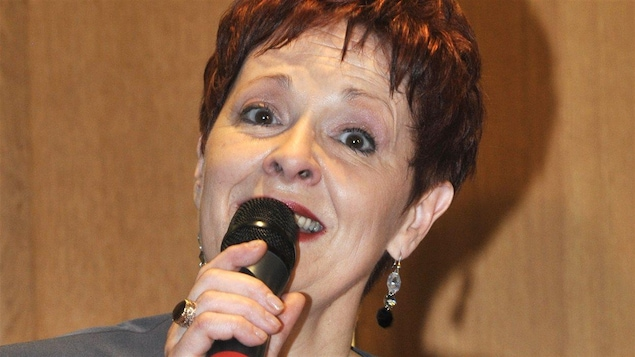 La chanteuse Fabienne Thibeault a reçu ses insignes de chevalier de la Légion d'honneur en 2010.