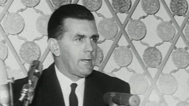 Maurice Richard annonce sa retraite du hockey le 15 septembre 1960.
