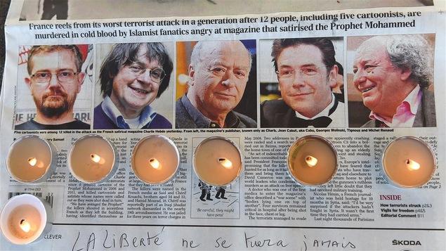 Les caricaturistes Charb, Cabu, Wolinski, Tignous et Michel Renaud, assassinés lors de l'attentat contre <em>Charlie Hebdo</em>