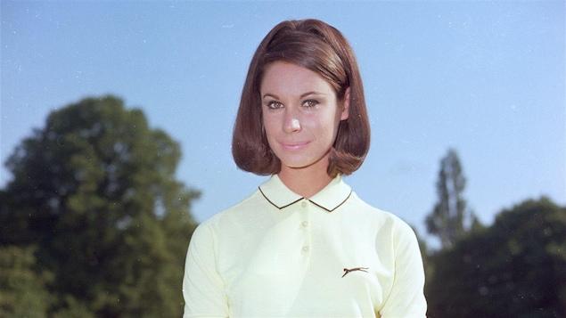 Une femme à la mode des années 60