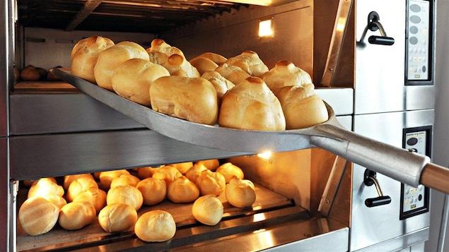 Le four de boulangerie doit être de qualité optimale pour obtenir un pain savoureux.