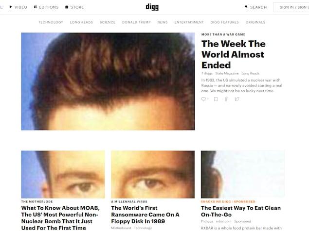 Une capture d'écran du site Digg.com dans laquelle les photos des articles ont été remplacées par le visage du chanteur Rick Astley.