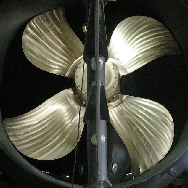 L'impressionnante hélice du bateau-usine Émilien D..