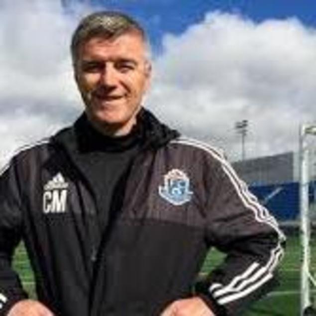 L'entraîneur-chef du FC Edmonton, Colin Miller