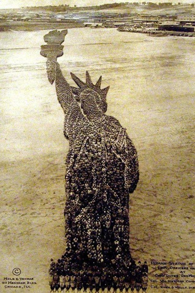 Une statue de la liberté.
