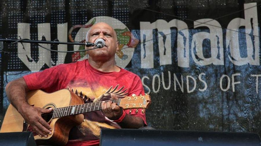 L'auteur-compositeur-interprète et guitariste australien Archie Roach